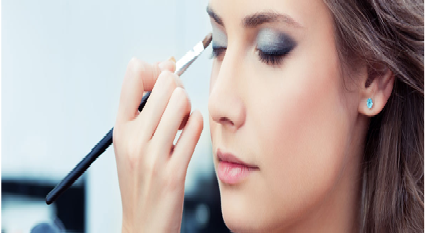 YSL Beauty Makeup: Self-confidence applied directly to the face